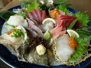 毎朝市場へ足を運び、厳選した鮮魚を使用しています