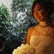 Dress  最高に輝く瞬間のウェディングをより華やかに彩るウェディングドレス。 花嫁をより美しく際立たせる存在感のあるウェディングドレスや、可愛らしくキュートに見せる個性的デザインのウェディングドレスなどあなたにぴったりのドレスが必ず見つかります。  当店提携先のドレスショップをご紹介可能です。お気軽にご相談下さい。