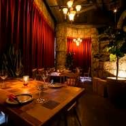 お洒落な雰囲気を楽しめる店内。 いつもと違った大人のディナーをお楽しみください。