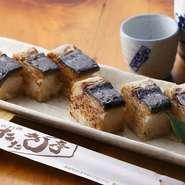 天然の鯖(さば)の皮の表面を香ばしく焼いた土佐ならではのお寿司ですので、ぜひ一度ご賞味下さい。