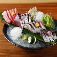 その日獲れたての新鮮な魚、鮮度が一番の刺身盛り合わせです。