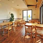 陽当たりが心地よいお食事スペース
