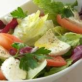モッツァレラチーズと新鮮トマトのサラダ