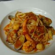 タリオリーネ(生パスタ)魚介のトマトソース