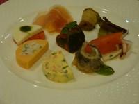 旬の食材を取り入れ、色鮮やかな一口サイズが8品ほど並び、食欲をそそります。 全て手作りです!