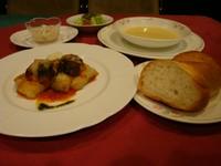 本日のスープ・メイン料理・サラダ・パン又はライス・デザート又はドリンク付き