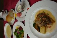 本日のスープ・魚料理・サラダカプリチョーザ・パン又はライス・デザートドリンク付き