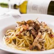 地元の純国産鶏「もみじ」が産んだ「もみじたまご」と、イタリア産の塩漬け肉に、季節の素材を合わせて。