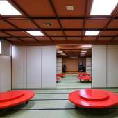 120席ある店内は、カラオケも完備しています。