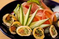 サラダの盛り付けは全品パンで出します。自慢の、ジャコ大根、海老レモン、海老とアボガド、すべて大盛。