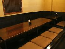 小上がり席のテーブルをつなげると、18名までの宴会に対応