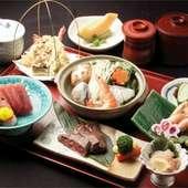 小鉢、造り、蒸物、鍋、焼物、揚物、酢の物、お食事、デザート付。プラス1500円で飲み放題も可能です。