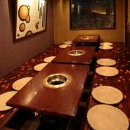 駅4分でお待ち合わせも安心。周りを気にせずゆったりお過ごし頂けるお座敷席最大57席完備です。宴会コースは4000円~ご用意しております。