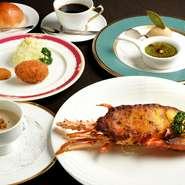 イセ海老をメインにしたコース料理。イセ海老は東洋軒秘伝の風味ソースで焼き上げます。他に、スープ、エビクリームコロッケ、デザート、食後のお飲物がつく、満足いただけるコースです。