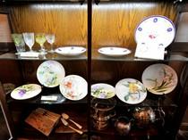 晩餐会に料理を提供した時のお皿と食器