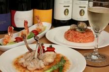 記念日や誕生日のお祝い、歓迎会や送別会にも。お料理7品1ドリンク付+1000円で2時間飲み放題にもできます。