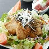 マグロの揚げびだし丼ランチ893円(ご飯が見えない具沢山)