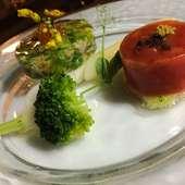 光樹トマトのガレットとズワイガニと菜の花のトマトジュレ寄せ