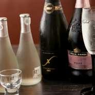 お酒の種類も各種取り揃えています。人気はスパークリングの日本酒、定番のマッコリももちろんあります。