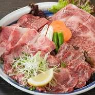 田中商店に来たのなら、ぜひ食べて欲しいお肉5品を盛り合わせた「特選盛り」。お客様からの人気もNo.1で、5種類のお肉はすべて絶品です。希少な部位でも驚きの価格でご提供しています。