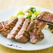 牛たん焼は塩又はみそ味からお選びいただけます。 ・牛たん焼(3枚6切) ・麦飯 ・テールスープ ・小鉢  4枚:¥2,475/5枚:¥2,970/6枚:¥3,465 ・季節の和菓子付き