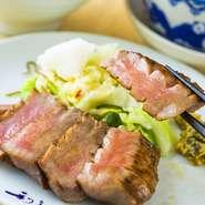 通常の牛たんも厚切りですが、さらに厚くてジューシーで柔らかです。 ・牛たん極焼(3枚6切) ・麦飯 ・テールスープ ・小鉢 ・季節の和菓子付き  4枚:¥3,707/5枚:¥4,510