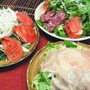 ←水菜とトマトのサラダ →↑利久サラダ →↓生ハムサラダ