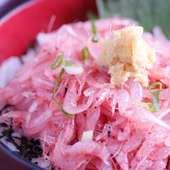 静岡県沼津…駿河湾の生桜エビ丼!一口食べたらやみ付きに!