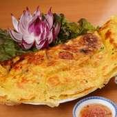 ベトナム風お好み焼は、パリパリの皮が特徴