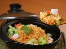 ベトナム風の焼き飯は具だくさんです!