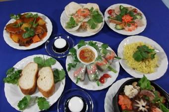 お二人のデートコースです、代表的なベトナム料理が楽しめます、素敵なベトナム刺繍民芸品1品プレゼント