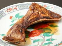 脂の旨味と甘辛い醤油の相性バッチリ『マグロのカマの照り焼き』