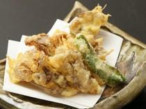 揚げると香りが一段と強くなる『まいたけの天ぷら』