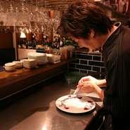 食事以外の細やかな気遣いを大切に。お客様によって希望するサービスが異なるため、いかにお客様の希望に沿ったサービスを提供できるかを一番に考えるようにスタッフ一同には指導しているそうです。