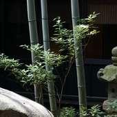 「湯の宿 花小道」館内に併設して営業してます。