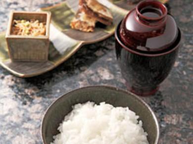 讃岐合鴨米を土鍋でふっくら炊いたご飯は自家製ちりめん山椒と