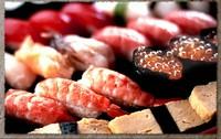 にぎり150円より。巻寿司盛り合わせ等々漁港直送!村来しでお出しする海の幸は、鮮度と旬にこだわっています。仕入れの状況によっておススメメニューが変わるので、何度でも足を運びたくなります。