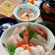 新鮮な海の幸を使った、海鮮丼
