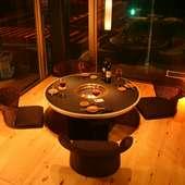 開放感のあるガラス張りの部屋や2名様専用個室などをご用意