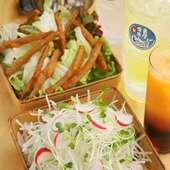 豊富なサワーや新鮮サラダが、女性のお客様にも大人気