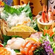 市場直送の鮮魚は鮮度抜群。店内に生簀もございますのでイカなどの活き作りも新鮮! 絶品もつ鍋や水炊きを始め、九州各地の郷土料理が充実。 県外からお越しの方にも満足していただける筈です。 歓送迎会・接待に◎