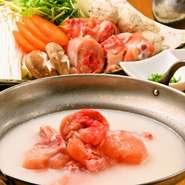 福岡発祥のもつ鍋はもはや郷土料理の王様的存在です。 当店は国産の牛小腸を使用し、特製のだしで提供するのが自慢の逸品です。 もちろん〆はちゃんぽんや雑炊で余すことなく愉しんで頂けます。 ※追加具材各種ご用意