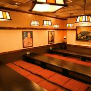 おひとりでも大勢でも対応できる席があり、落ち着いた和の雰囲気を感じる内装です。季節の料理、珍しいお酒などもご用意。お客様それぞれのシュチエーションに合わせてぜひご相談ください。