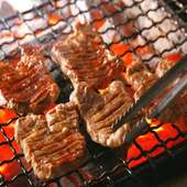 炭火で焼き上げる牛たんは格別です。