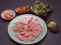 美味しいお肉とボリュームタップリのお料理をご堪能下さい