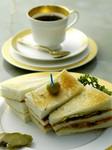 ボリューム・味と人気のあるサンドウィッチ、珈琲と共にどうぞ・・・。