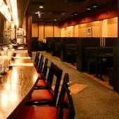 1階はカウンター席とテーブル席があります★