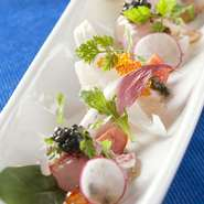 その季節、旬の魚の新鮮な食感と風味が堪能できる一品。和風に仕上げて、一皿のなかで和×洋が楽しめます