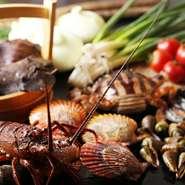 土佐湾で獲れる魚介類を中心に(長太郎・チャンバラ貝・流れ子・伊勢海老・サザエ・アワビ)野菜は地元産の(ごぼう・玉ねぎ・トマト・青葱)食の安全」を考えて調理しています。