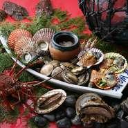 新鮮な生きたままの貝を目の前で焼いて食べる豪快な海賊焼。黒潮の幸と旬の味、土佐の慣れ親しんだ味だけがある、味にこだわり抜いた活貝料理専門店。